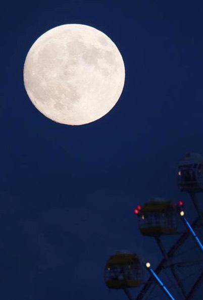 天保山の満月